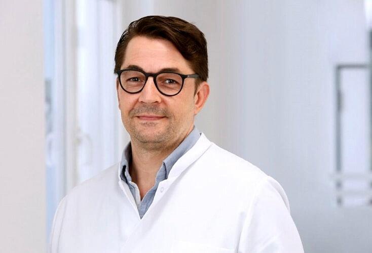 Der Fachbereich Spezielle Sporttraumatologie und Unfallchirurgie wird von Professor Dr. Sven Shafizadeh geleitet