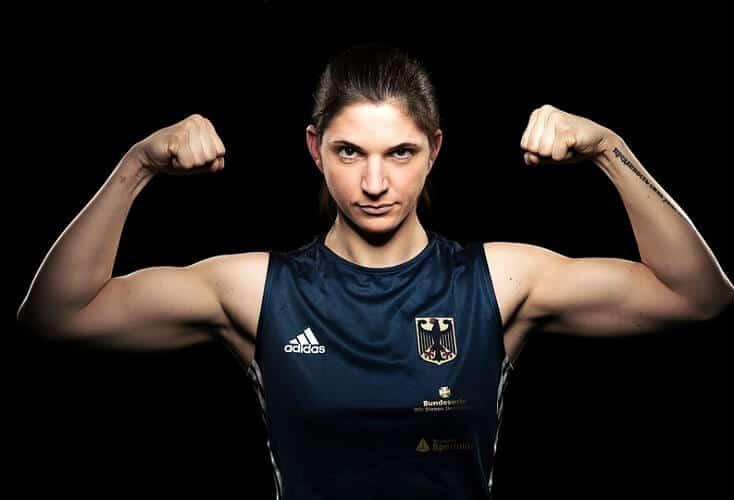 Nadine Apetz läßt die Muskeln spielen (Bild: OSP Rheinland)