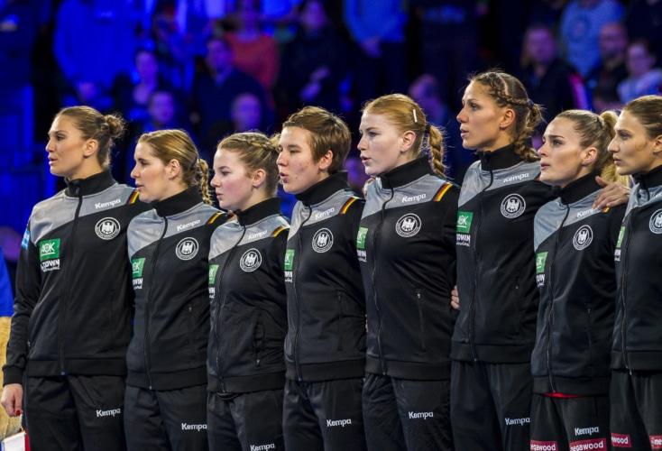 Mit Geschlossenheit zum Erfolg: die deutsche Frauen-Nationalmannschaft (Archiv-Bild: picture alliance)