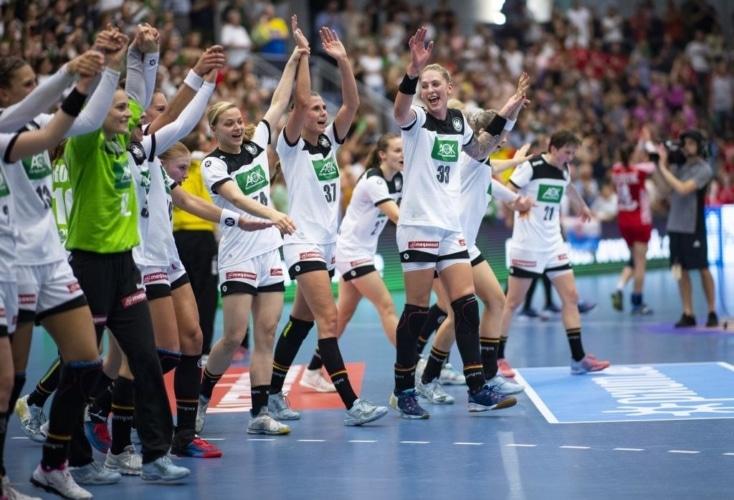 Jubel bei den deutschen Handball-Frauen (Bild: picture alliance)