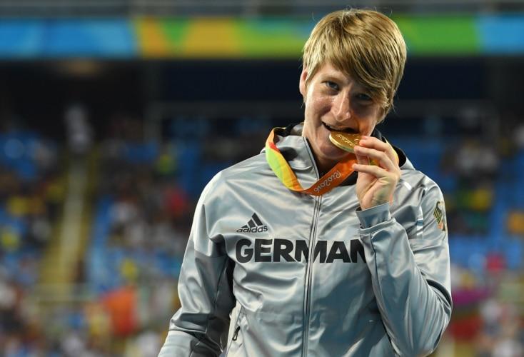 Franziska Liebhardt gewann 2016 Kugelstoß-Gold in Rio (Bild: picture alliance)